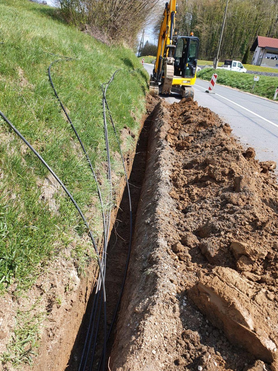 Gradnja omrežja v Artviži vasi v občini Ivančna Gorica.