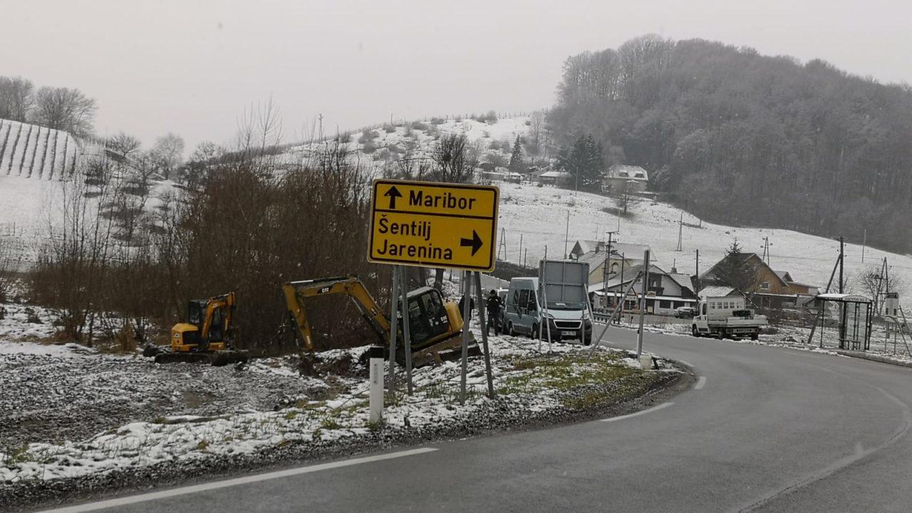 Gradnjo trase omrežja RUNE v smeri proti naselju Vosek in v smeri proti naselju Jakobski dol.